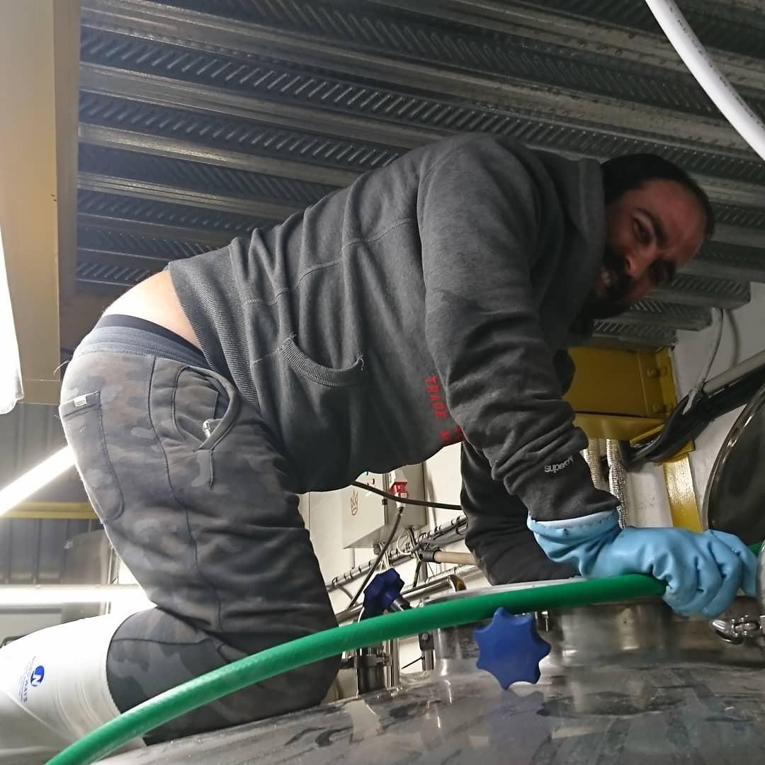 Benjamin_cleaning_tank